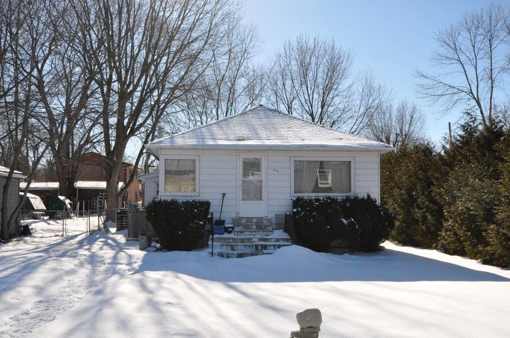 Photo 1: Photos: : Freehold for sale : MLS®# N2042307