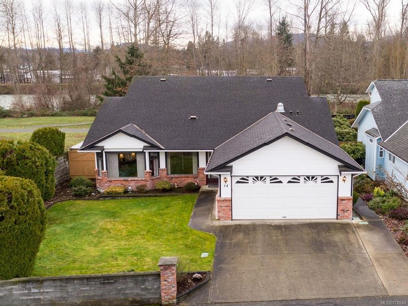 FEATURED LISTING: 14 - 111 McKinstry Rd DUNCAN