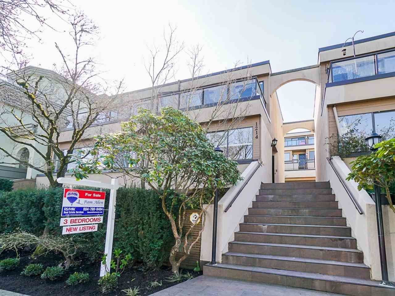 """Main Photo: 1 1214 W 7TH Avenue in Vancouver: Fairview VW Townhouse for sale in """"MARVISTA COURTS"""" (Vancouver West)  : MLS®# R2560085"""