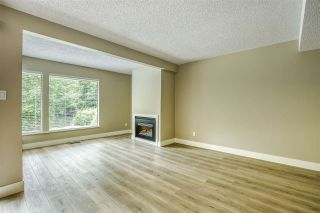 """Photo 3: 15879 ALDER Place in Surrey: King George Corridor Townhouse for sale in """"ALDERWOOD"""" (South Surrey White Rock)  : MLS®# R2471622"""