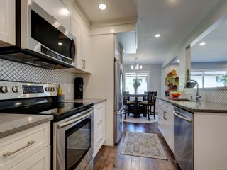 Photo 5: 2 123 Ladysmith St in Victoria: Vi James Bay Row/Townhouse for sale : MLS®# 885018