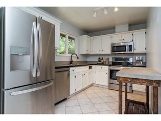 "Photo 3: 2742 SANDON Drive in Abbotsford: Abbotsford East 1/2 Duplex for sale in ""McMillan"" : MLS®# R2285213"