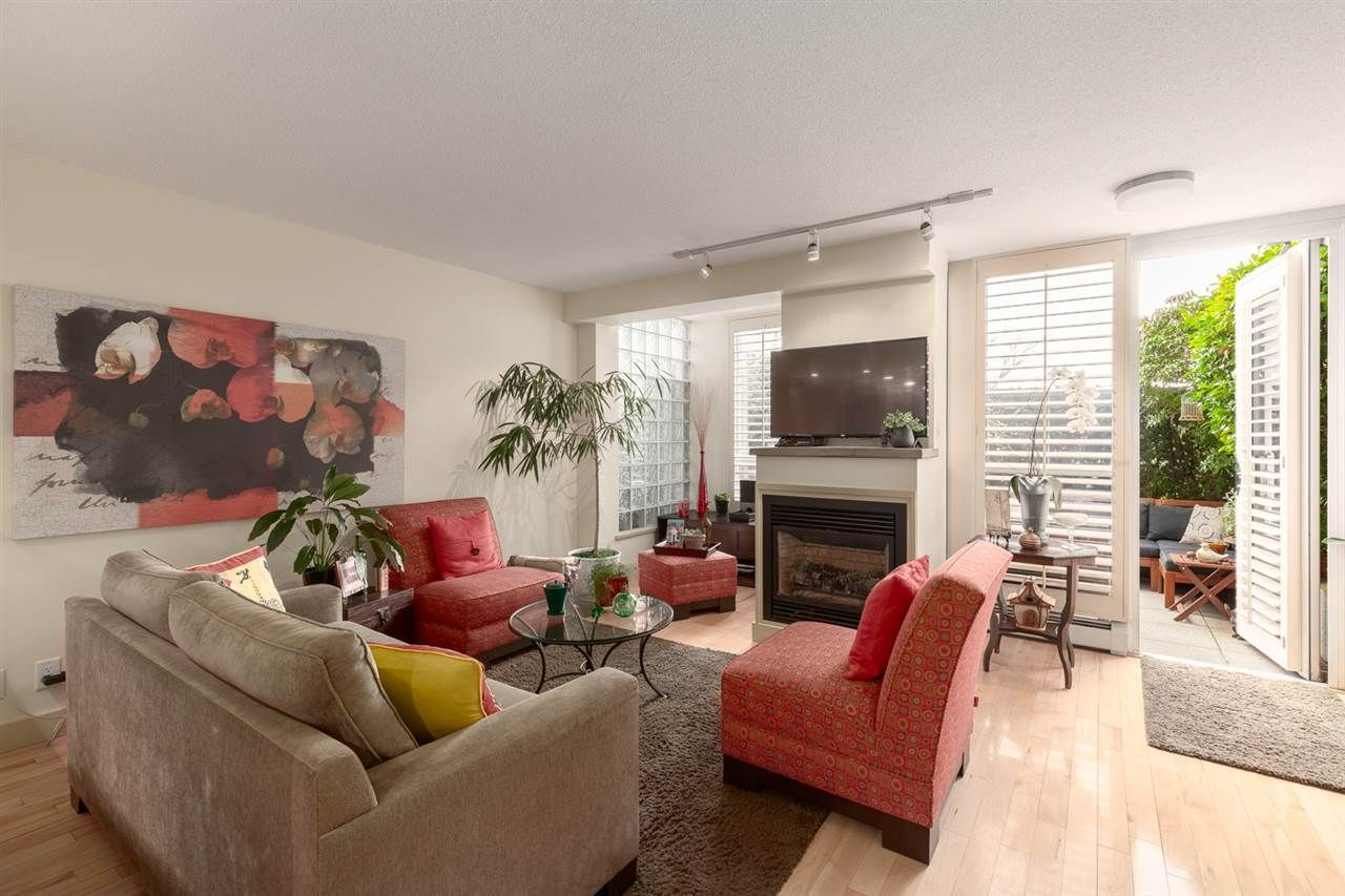 "Main Photo: TH122 1288 MARINASIDE Crescent in Vancouver: Yaletown Townhouse for sale in ""Crestmark 1"" (Vancouver West)  : MLS®# R2560848"