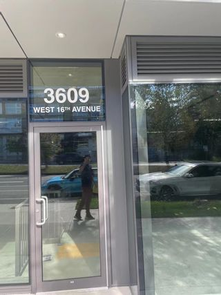 """Photo 2: 3609 W 16TH Avenue in Vancouver: Point Grey Office for lease in """"The Grey"""" (Vancouver West)  : MLS®# C8040690"""