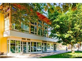 Main Photo: 304 240 Cook St in VICTORIA: Vi Fairfield West Condo for sale (Victoria)  : MLS®# 553808