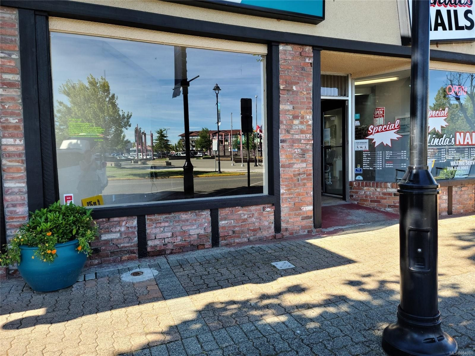 Main Photo: 1066 Shoppers Row in : CR Campbell River Central Retail for lease (Campbell River)  : MLS®# 884081