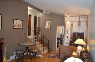 Photo 3: 11 Wiltshire Bay in Winnipeg: Windsor Park Residential for sale (2G)  : MLS®# 202102030