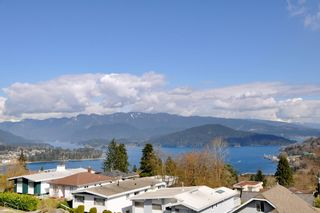 Photo 7: 115 N HOLDOM Avenue in Burnaby: Capitol Hill BN House for sale (Burnaby North)  : MLS®# R2152948