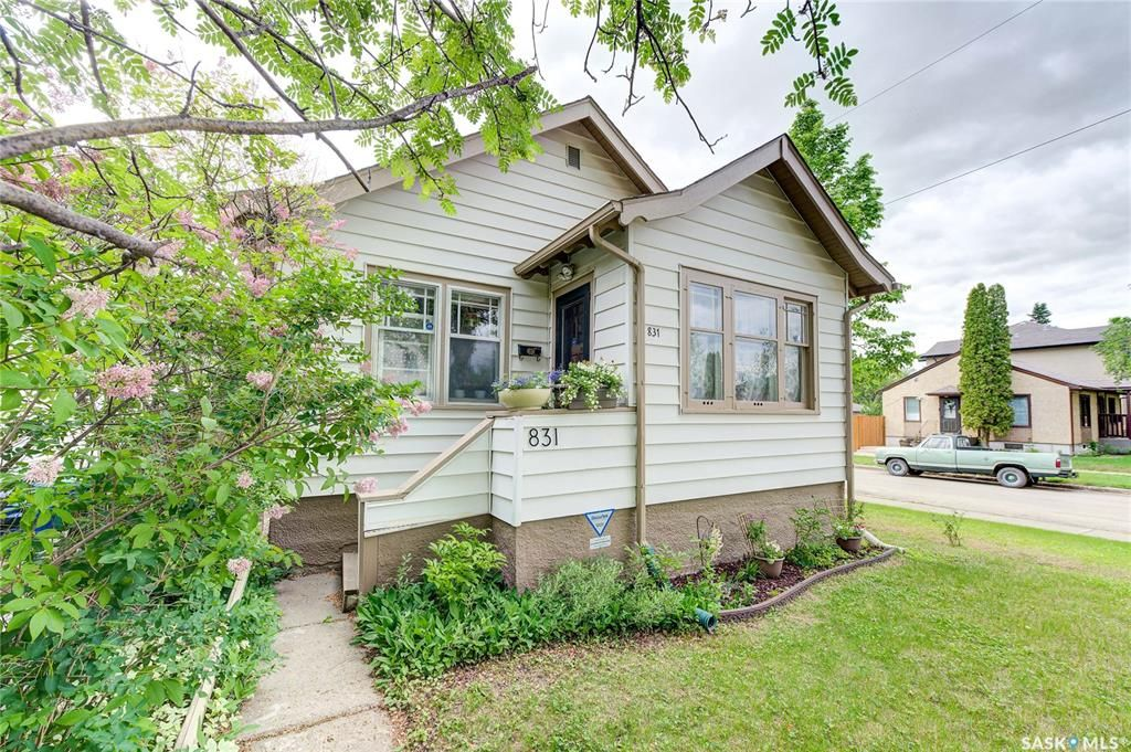 Main Photo: 831 G Avenue North in Saskatoon: Caswell Hill Residential for sale : MLS®# SK856126