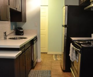 """Photo 3: 306 315 TENTH Street in New Westminster: Uptown NW Condo for sale in """"SPRINGBOK"""" : MLS®# R2202626"""
