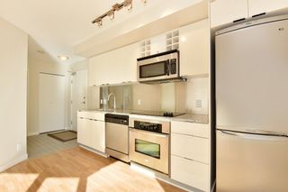 """Photo 4: 1102 788 HAMILTON Street in Vancouver: Downtown VW Condo for sale in """"TV TOWERS 1"""" (Vancouver West)  : MLS®# R2217324"""