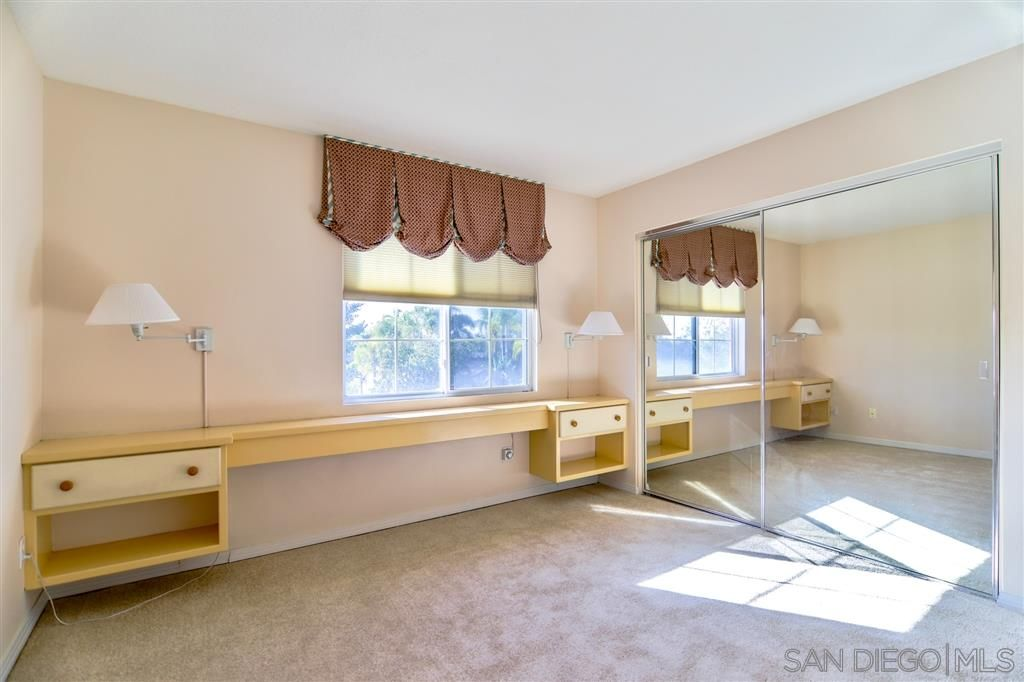 Photo 14: Photos: OCEANSIDE House for sale : 5 bedrooms : 5757 Spur Avenue