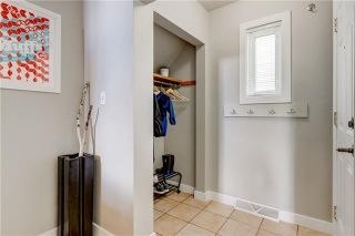 Photo 2: 4715 29 Avenue SW in Calgary: Glenbrook Detached for sale : MLS®# C4302989