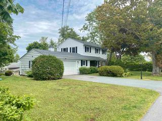 Photo 2: 100 Skyway Drive in Wolfville: 404-Kings County Residential for sale (Annapolis Valley)  : MLS®# 202113943