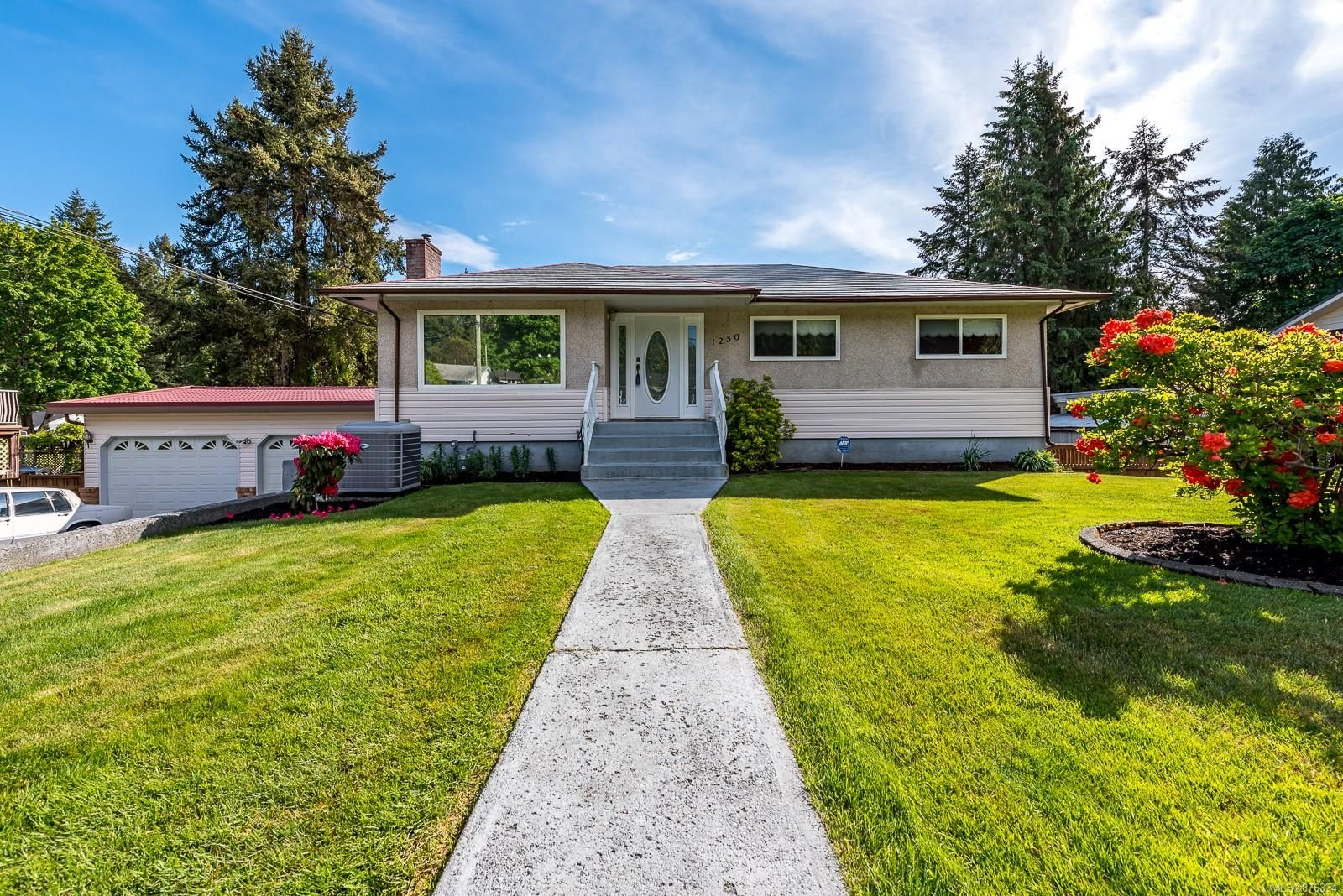 Main Photo: 1250 Webdon Rd in : CV Courtenay West House for sale (Comox Valley)  : MLS®# 876334