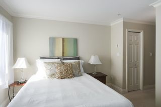 Photo 10: 302 128 W 21ST STREET in North Vancouver: Central Lonsdale Condo for sale : MLS®# R2408450