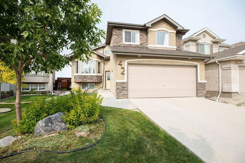 FEATURED LISTING: 42 Marydale Place Winnipeg