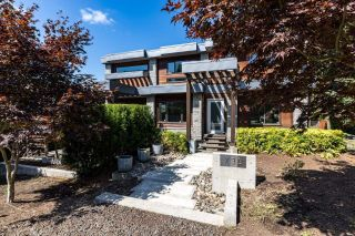 Main Photo: 733 20TH Street in West Vancouver: Ambleside House for sale : MLS®# R2604149