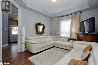 Photo 4: 23 ORLEANS Avenue in Barrie: House for sale : MLS®# 40079706