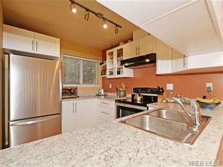 Photo 3: 1646 Myrtle Ave in VICTORIA: Vi Oaklands Row/Townhouse for sale (Victoria)  : MLS®# 701228