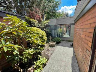 "Photo 4: 6538 PINEHURST Drive in Vancouver: South Cambie Townhouse for sale in ""LANGARA ESTATES"" (Vancouver West)  : MLS®# R2571668"