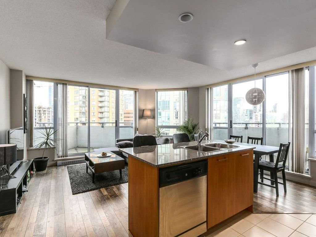 Main Photo: 1801 1212 Howe in Vancouver: Downtown VW Condo for sale (Vancouver West)  : MLS®# R2130353
