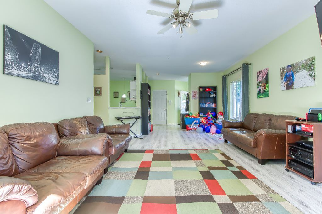 """Photo 5: Photos: 1 21579 88B Avenue in Langley: Walnut Grove Townhouse for sale in """"Carriage Park"""" : MLS®# R2494791"""