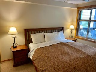 Photo 13: 302 - 2060 SUMMIT DRIVE in Panorama: Condo for sale : MLS®# 2461113