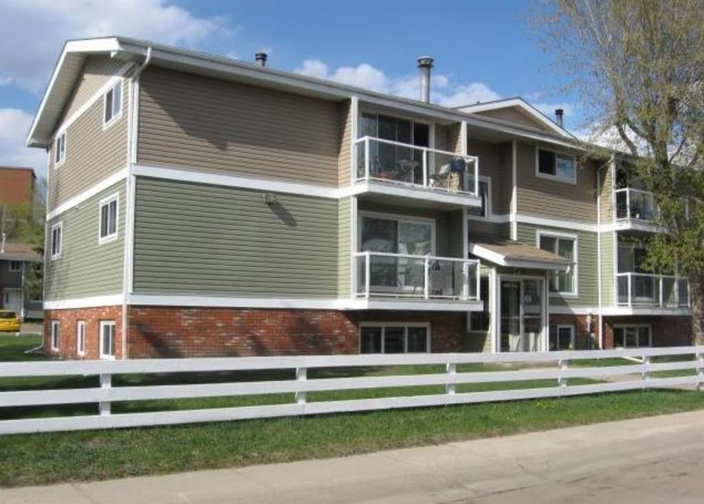 Photo 3: Photos: 301 5812 61 Street: Red Deer Apartment for sale : MLS®# A1063837