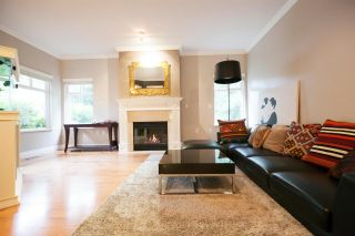 """Photo 2: 17 5201 OAKMOUNT Crescent in Burnaby: Oaklands Townhouse for sale in """"HARTLANDS"""" (Burnaby South)  : MLS®# R2099828"""