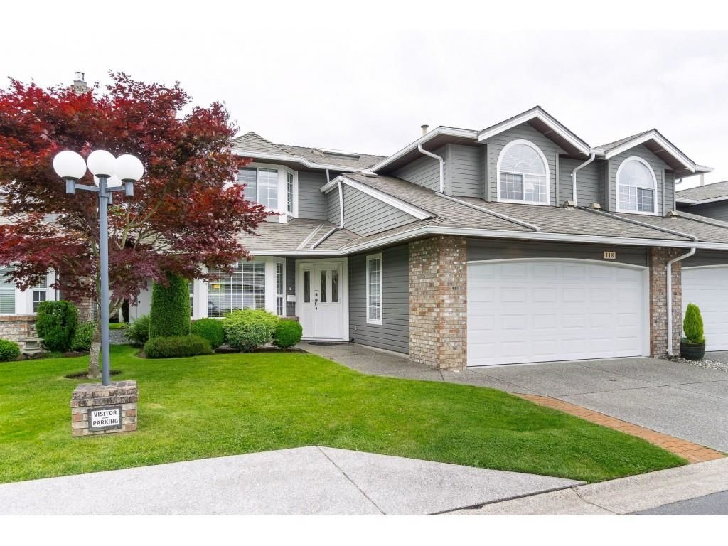 """Main Photo: 118 6109 W BOUNDARY Drive in Surrey: Panorama Ridge Townhouse for sale in """"LAKEWOOD GARDENS"""" : MLS®# R2625696"""
