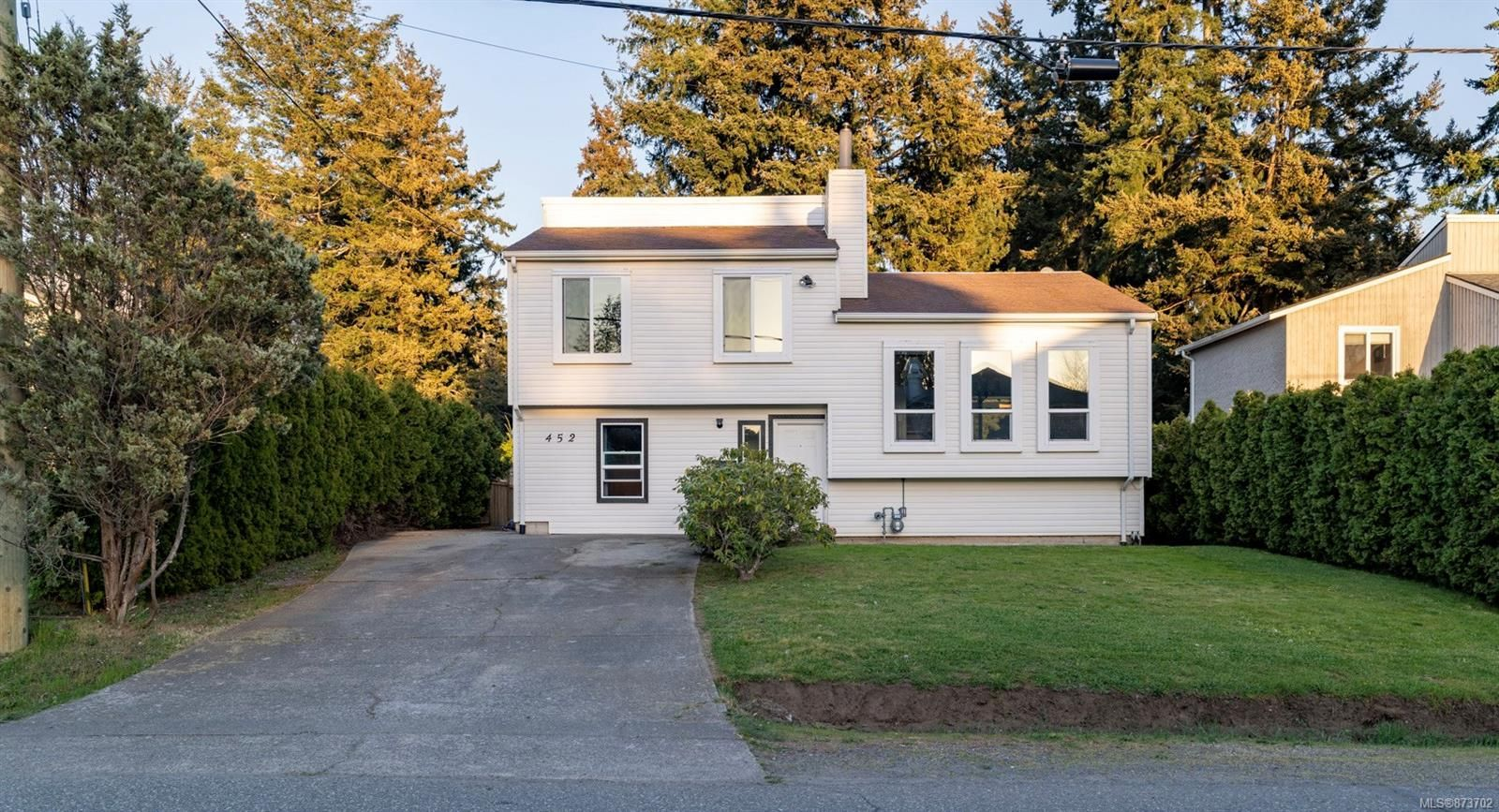 Main Photo: 452 Terrahue Rd in : Co Wishart South House for sale (Colwood)  : MLS®# 873702