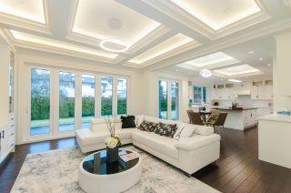 Photo 4: 9260 CHAPMOND Crescent in Richmond: Seafair House for sale : MLS®# R2430658