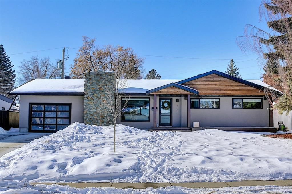 Main Photo: 6439 Laurentian Way SW in Calgary: North Glenmore Park Detached for sale : MLS®# A1071961