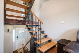 """Photo 2: 233 BALMORAL Place in Port Moody: North Shore Pt Moody Townhouse for sale in """"Balmoral Place"""" : MLS®# R2585129"""
