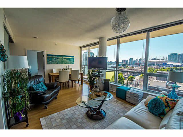 """Photo 1: Photos: 902 718 MAIN Street in Vancouver: Mount Pleasant VE Condo for sale in """"GINGER"""" (Vancouver East)  : MLS®# V1143243"""