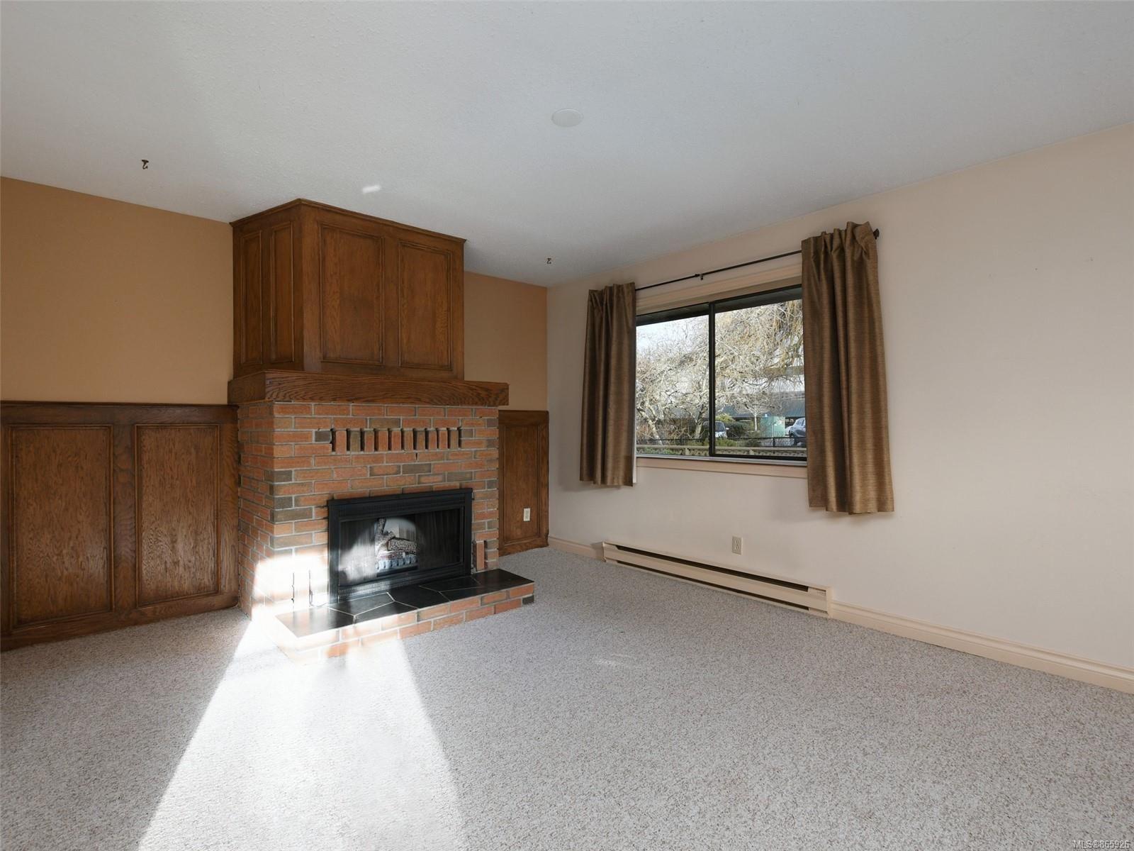Photo 3: Photos: 8 4350 West Saanich Rd in : SW Royal Oak Row/Townhouse for sale (Saanich West)  : MLS®# 865926