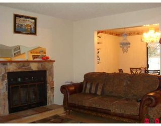 Photo 3: 12523 77A Avenue in Surrey: West Newton House for sale : MLS®# F2804225