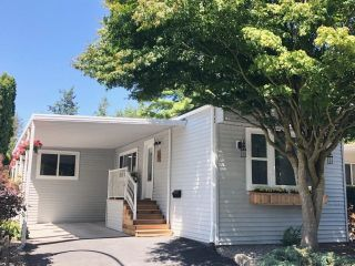 """Photo 2: 282 1840 160 Street in Surrey: King George Corridor Manufactured Home for sale in """"Breakaway Bays"""" (South Surrey White Rock)  : MLS®# R2602713"""