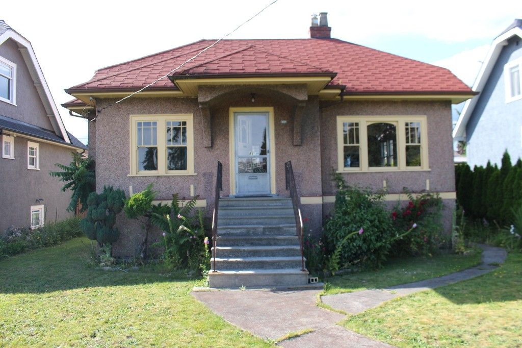 """Main Photo: 815 EIGHTH Avenue in New Westminster: Moody Park House for sale in """"MOODY PARK"""" : MLS®# R2079009"""