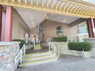 """Photo 3: 612 528 ROCHESTER Avenue in Coquitlam: Coquitlam West Condo for sale in """"THE AVE"""" : MLS®# R2578562"""