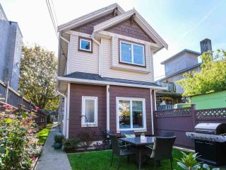 Photo 3: 2151 TRIUMPH Street in Vancouver: Hastings Sunrise 1/2 Duplex for sale (Vancouver East)  : MLS®# R2412946