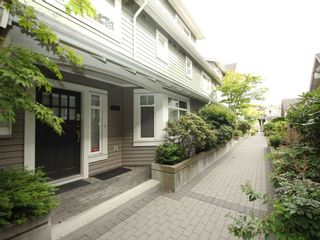 """Photo 1: 5358 LARCH Street in Vancouver: Kerrisdale Townhouse for sale in """"Larchwood"""" (Vancouver West)  : MLS®# R2382346"""