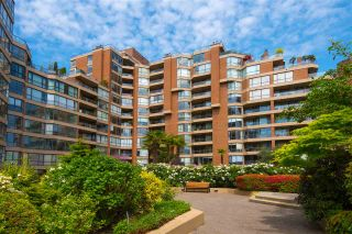 """Photo 2: 601 1450 PENNYFARTHING Drive in Vancouver: False Creek Condo for sale in """"HARBOURSIDE COVE"""" (Vancouver West)  : MLS®# R2549398"""