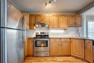 Photo 9: 33 SILVERGROVE Close NW in Calgary: Silver Springs Row/Townhouse for sale : MLS®# C4300784
