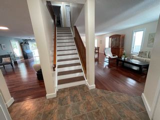 Photo 3: 376 Ormsby Road in Edmonton: Zone 20 House for sale : MLS®# E4255674