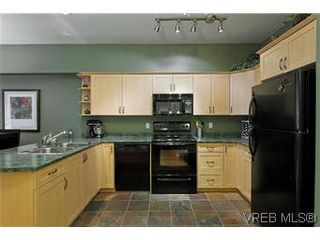 Photo 2: 102 360 Goldstream Ave in VICTORIA: Co Colwood Corners Condo for sale (Colwood)  : MLS®# 560651