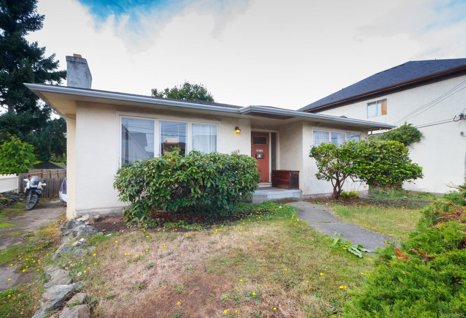 Main Photo: 2116 Cook St in : Vi Central Park House for sale (Victoria)  : MLS®# 856975