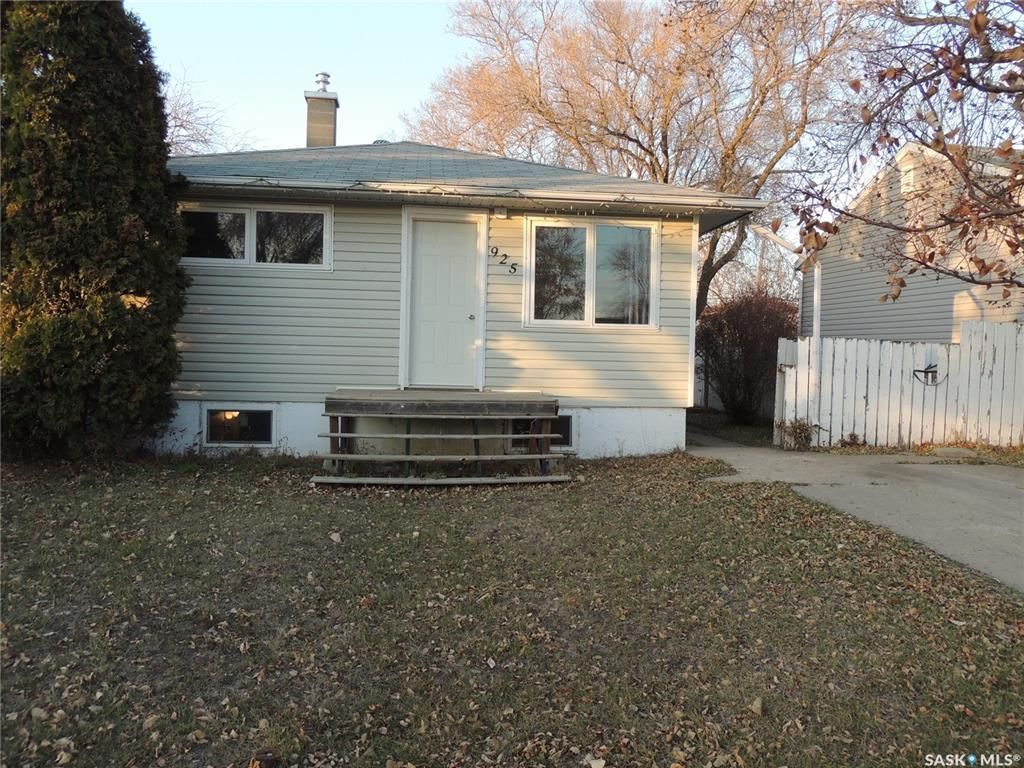 Main Photo: 925 Albert Street in Estevan: Hillside Residential for sale : MLS®# SK826348