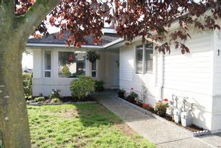 """Photo 1: 105 31406 UPPER MACLURE Road in Abbotsford: Abbotsford West Townhouse for sale in """"Estates of Ellwood"""" : MLS®# R2118319"""